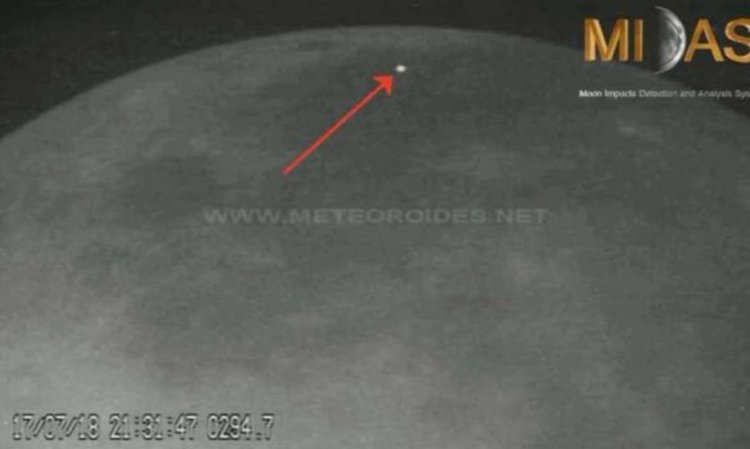 Заснеха как два метеора се разбиват в тъмната Луна (видео)