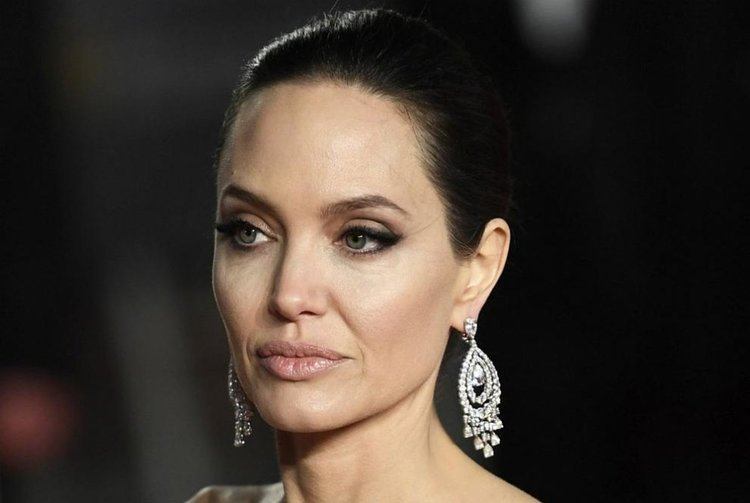 Анджелина Джоли е приета в болница