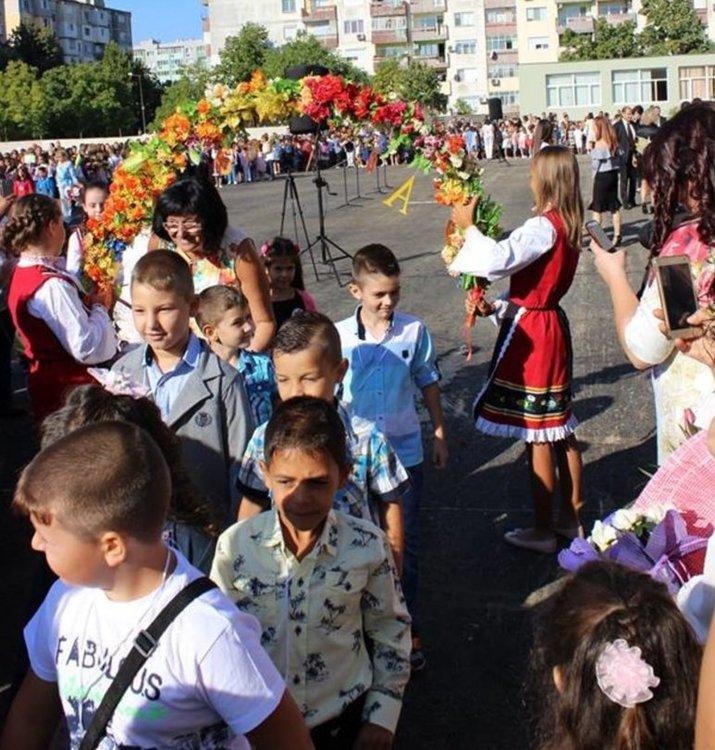 386 деца за пръв път прекрачват училищния праг в Димитровград