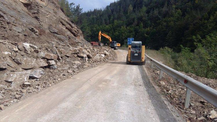 Днес пускат движението през срутището на пътя Смолян-Мадан, но само в едната лента