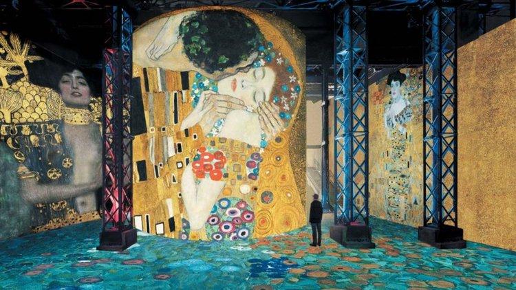 Картините на Климт в светлина (видео)
