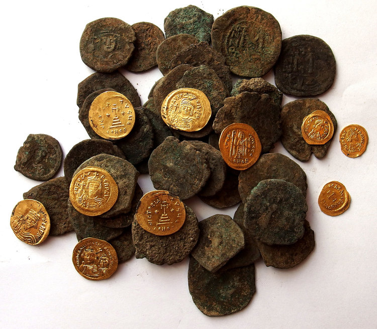 Хрисосотира-бронзови и златни монети от сграда № 18