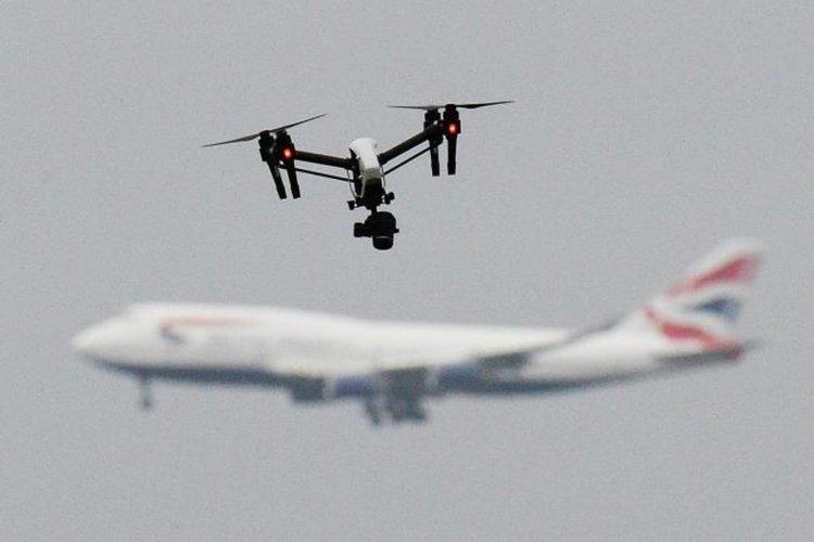 Военни ПВО системи пазят Хитроу и Гетуик от дронове