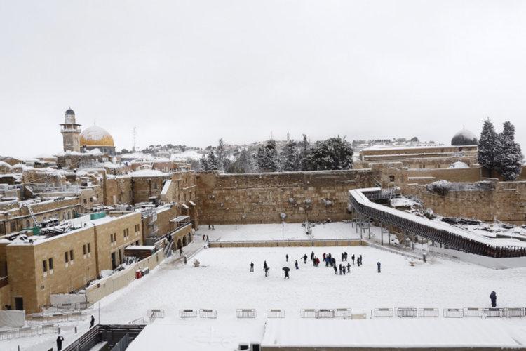 Сняг валя в Ерусалим