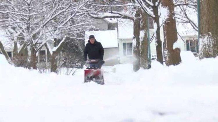 Хиляди полети в САЩ отложени заради тежката зима