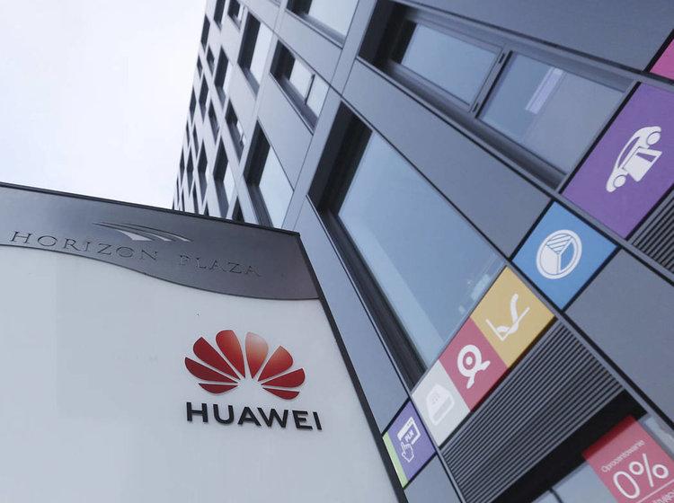 В САЩ повдигнаха обвинения срещу Huawei