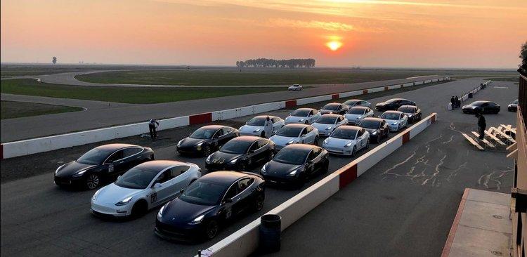 Tesla Model 3 тръгват по пътищата в Европа
