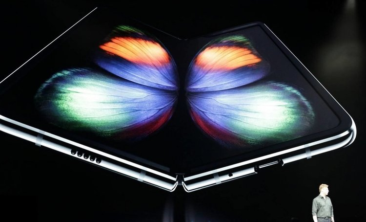 Samsung Galaxy Fold е тук. Галактическа технология, но и цена