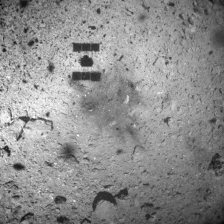 Сондата  Хаябуса 2 се приземи успешно върху астероида Рюгу