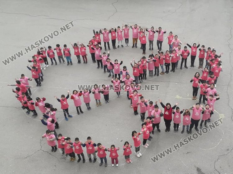 Хасково в розово съпричастен  срещу насилието в училище