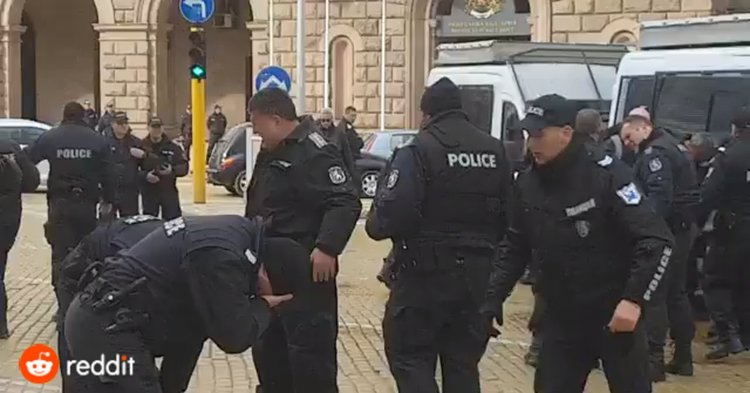 Случаят със самообгазилите се полицаи повдигна и някои сериозни въпроси