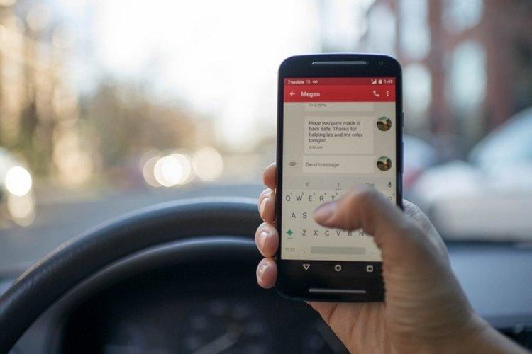 Разсейването с телефон по време на шофиране трябва да се разглежда като тежко нарушение, смята адвокат (източник: CCO Public Domain)