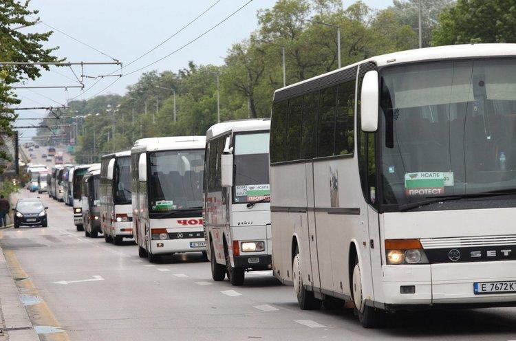 """Автобусните билети поскъпват с до 30% заради """"безумна тол такса"""""""