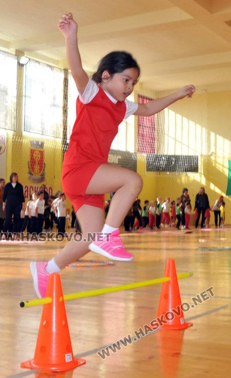 80 деца и родители се забавляваха в спортен празник