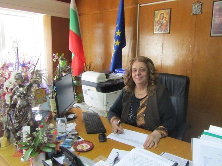 Зам.-кметът на Смолян Венера Аръчкова поднесе извинение на потърпевшата млада майка и призова при подобни проблеми с храната, майките да сигнализират директно в общинската администрация