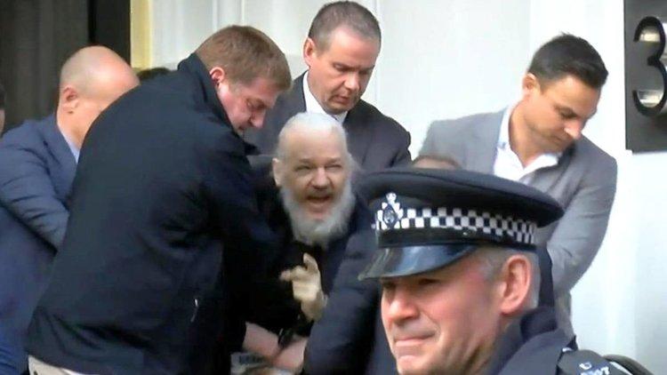 Задържаха основателя на Уикилийкс Джулиан Асандж