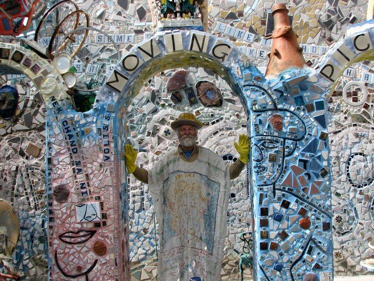 Исая Загар сред своето арт пространство