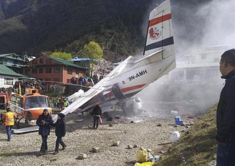 Самолет катастрофира на най-опасното летище в света