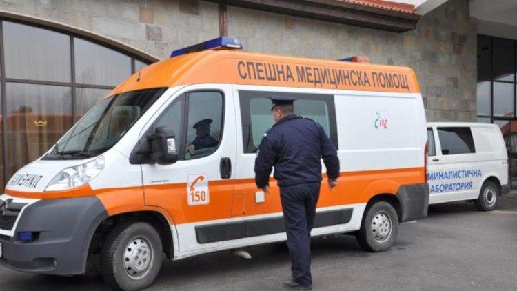 Младеж с БМВ се заби в камион