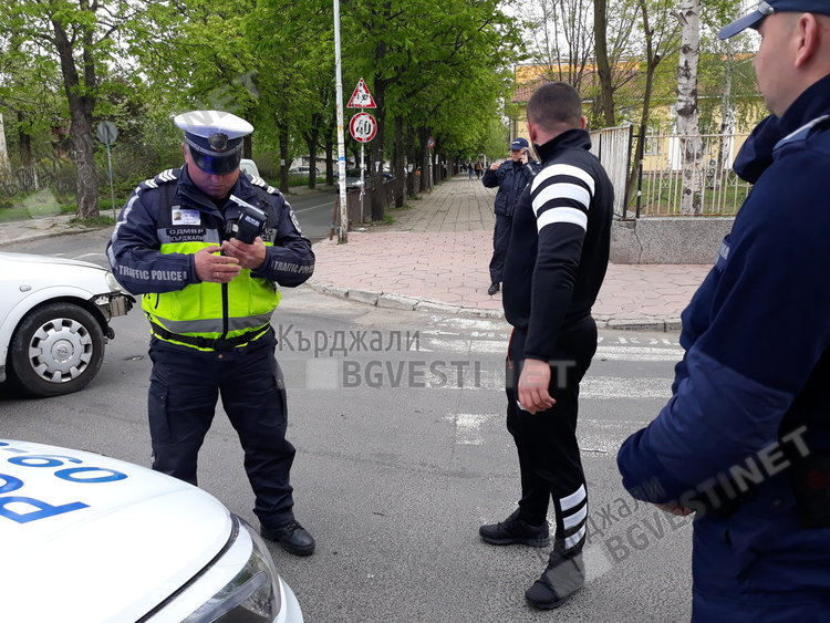 """Патрулка катастрофира на кръстовището до църквата """"Св.Георги Победоносец"""""""
