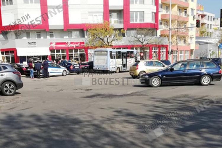 """Автобус на градския транспорт по линия №13 катастрофира тази сутрин във """"Възрожденци"""""""
