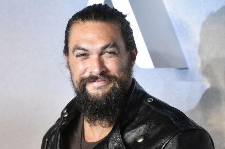 След седем години: Джейсън Момоа обръсна брадата си с еко послание