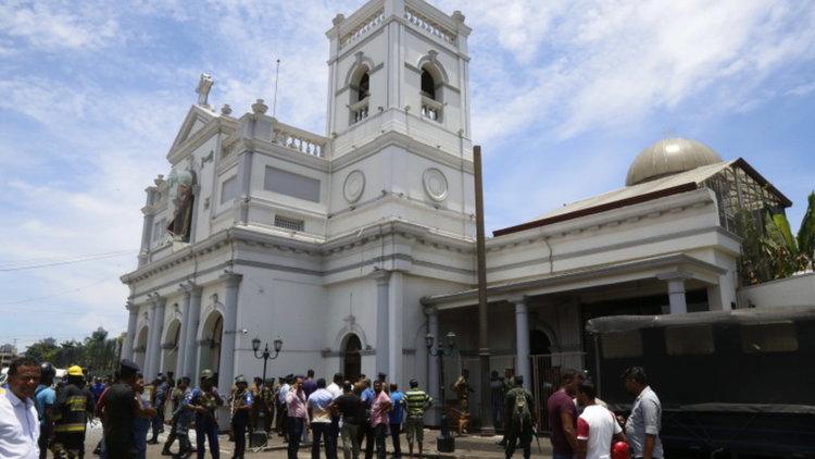 Бомби в църкви и хотели в Шри Ланка, най-малко 160 избити и стотици ранени