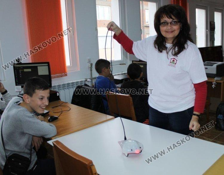 Димитровградскта библиотека се сдоби с нови 5 робота