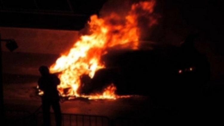 """Микробус """"Рено"""" изгоря тази нощ по пътя за Момчилград"""