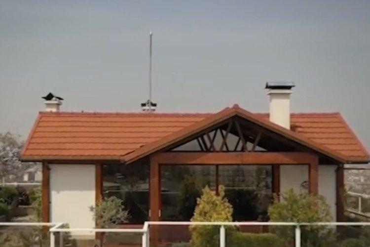 """""""КЪЩАТА НА КАРЛСОН"""": Апартамент с двор и асансьор на покрива"""