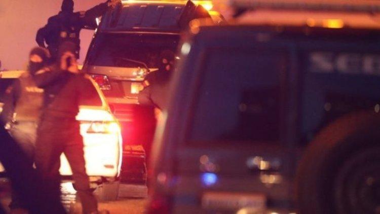 Дясната ръка на Гуайдо завлечен в колата си на буксир до затвора