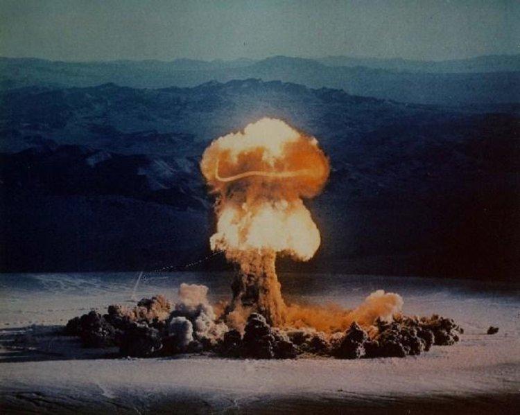 """Ядреният тест на 37 килотонната """"Присила"""", взривена на тестовия полигон в Невада през 1957 година"""