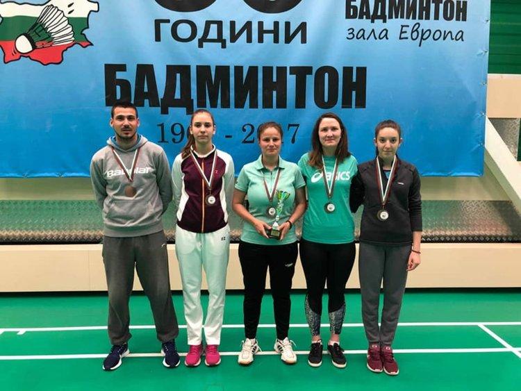 Треньорът Илиян Кръстев, Михаела Чепишева, Антония Налбантова, Весела Маринска и Цветина попиванова