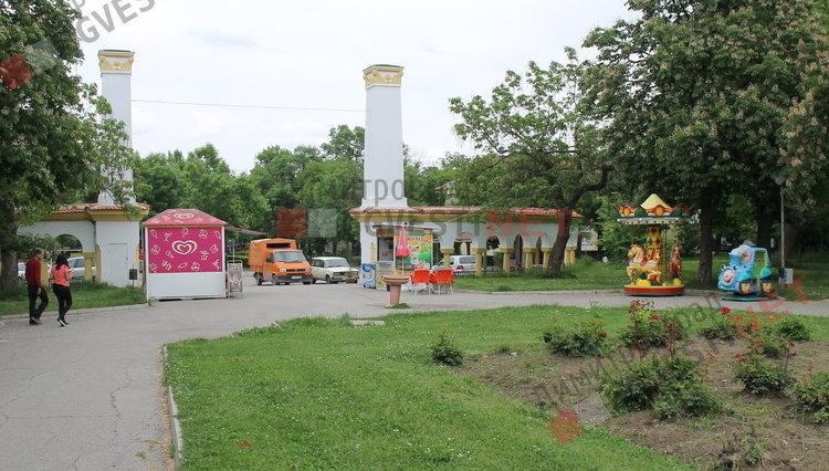"""Входа на парк """"Вапцаров"""" след премахването на сергиите"""