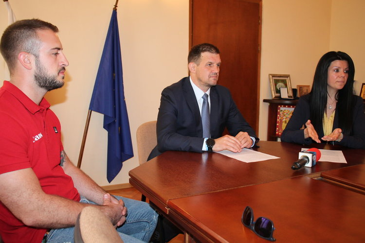 """Двойки от Хасково и Свиленград получават финансиране за ин витро от кампанията """"За повече деца в България"""""""
