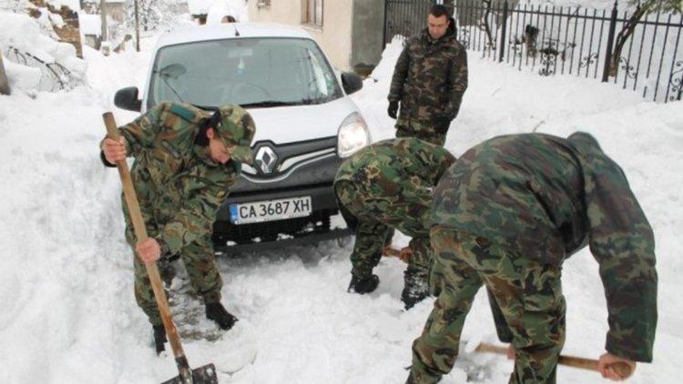 9 хиляди лева награда от държавата за смолянските военни, герои от снежното бедствие през януари