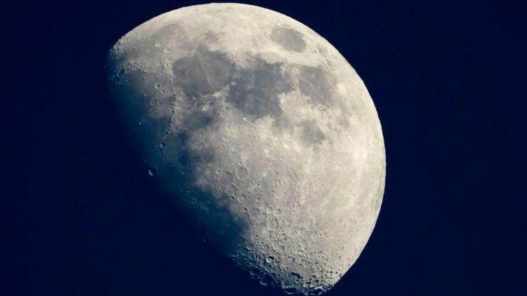 Луната се тресе и се смалява, твърди НАСА