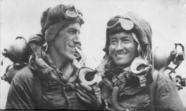 На 29 май 1953 е изкачен Еверест за първи път