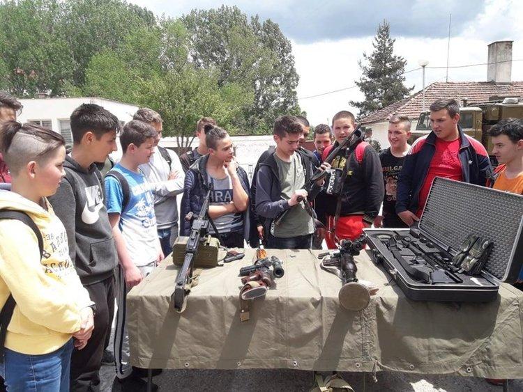 Гимназисти получиха еднодневно обучение от военните на 101 алпийски полк в Смолян