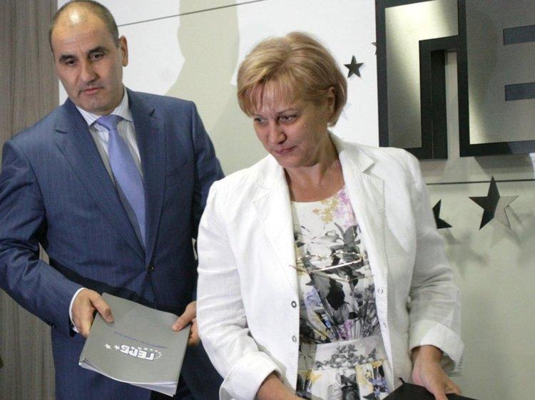 Oт 10 години сме на власт и някои хора вече се изчерпиха, обяви Менда Стоянова
