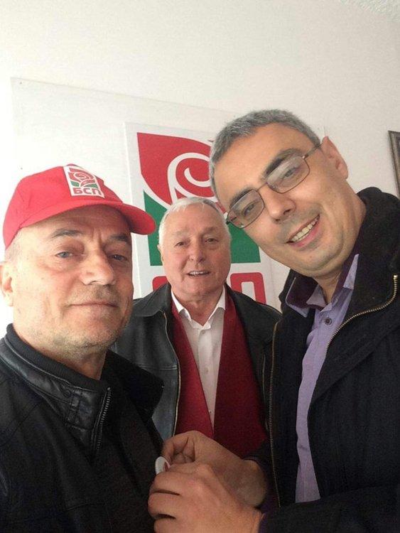 Връчиха партиен билет на един от лидерите на партийна организация на БСП в Бурса