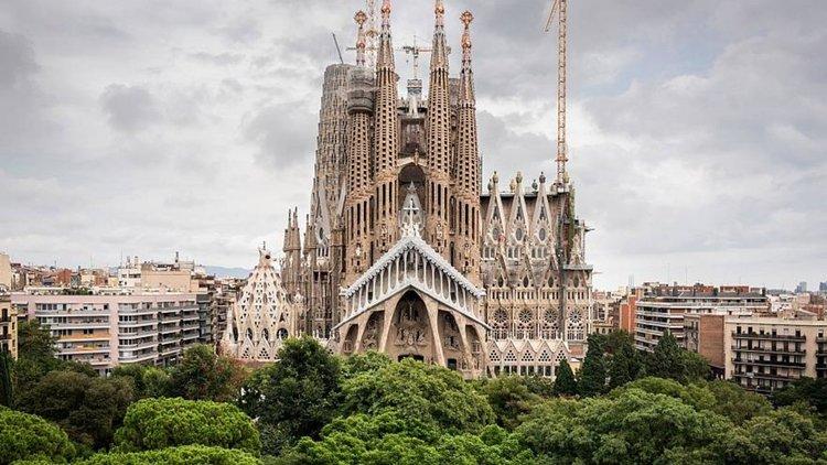 Саграда Фамилия в Барселона получи разрешение за строеж след 137 години