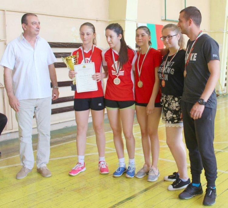 """Най-добрите бадминтонисти на Ученическите игри са от СУ """"Златаров"""""""
