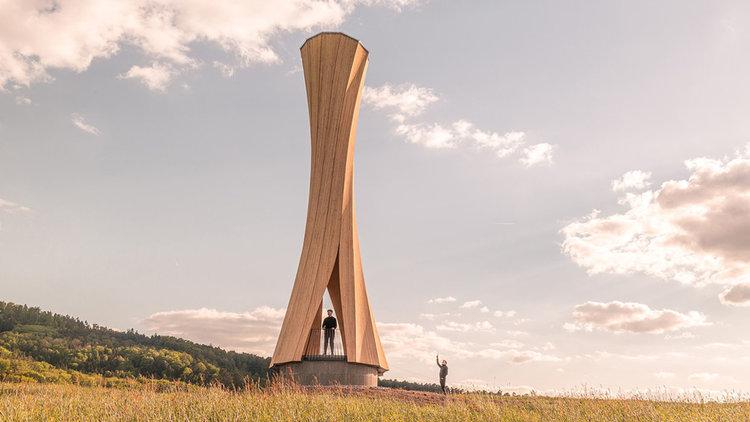 Самооформена кула се извива край Щутгарт