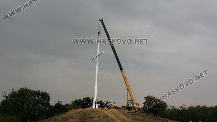 16-метровият кръст край село Бряст, издигнат през 2016г.