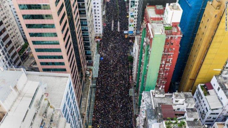 Два милиона на протеста в Хонконг (видео)