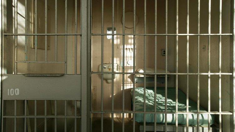 Смолянчанин в ареста за 10 дни за пиянски скандал пред читалище