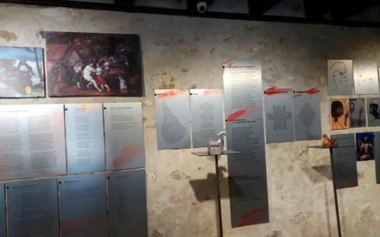 В родопската стая попадат най-важните, свързани с българите и България, стихове и картини на поета, иконите му на Свети Георги, както и откъс от краткото му есе за българската народна поезия