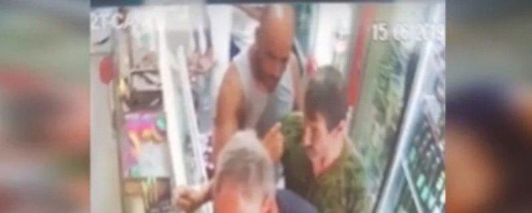 Жесток побой в магазин заради печеливша капачка (видео)