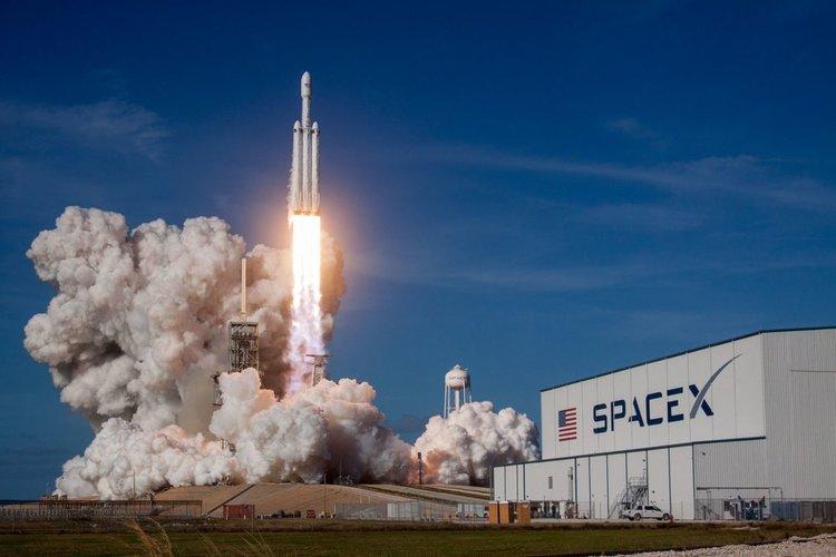 Най-мощната ракета Falcon Heavy излита в най-трудната мисия досега